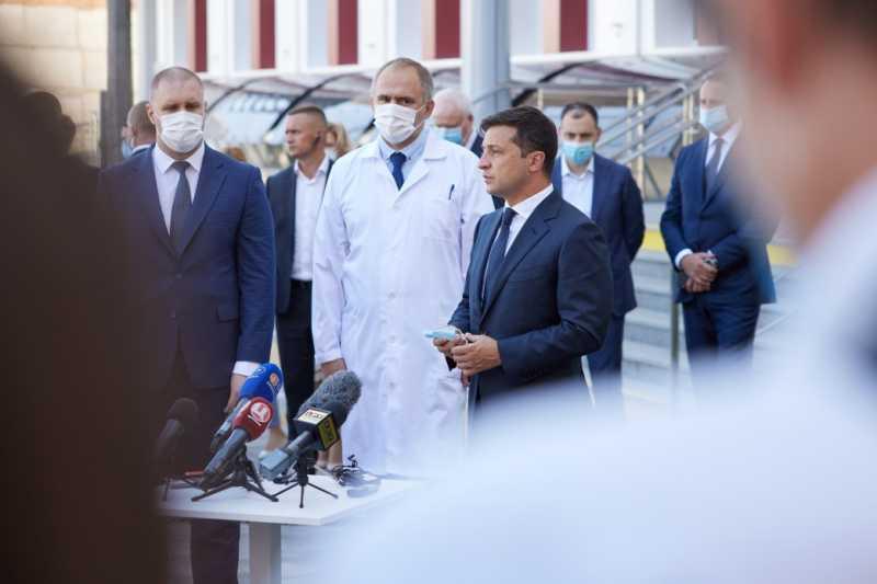 Президент: Нужно исправить несправедливую ситуацию с разным уровнем зарплат среди врачей различных звеньев медицины