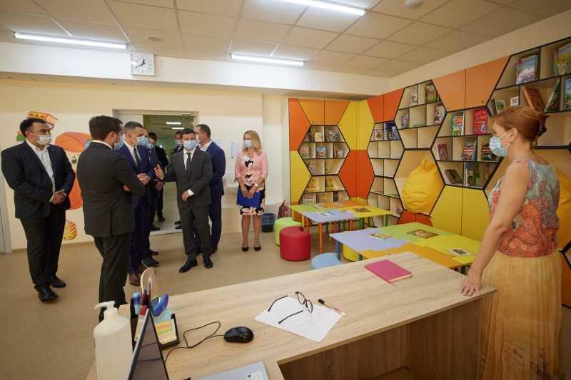 Президент осмотрел объекты «Большого строительства» на Харьковщине