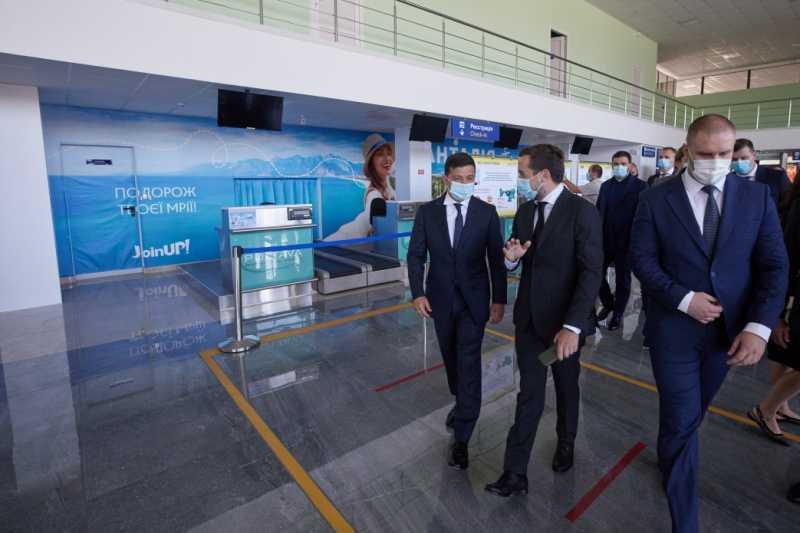 Президент ознакомился с проектом реконструкции взлетной полосы полтавского аэропорта