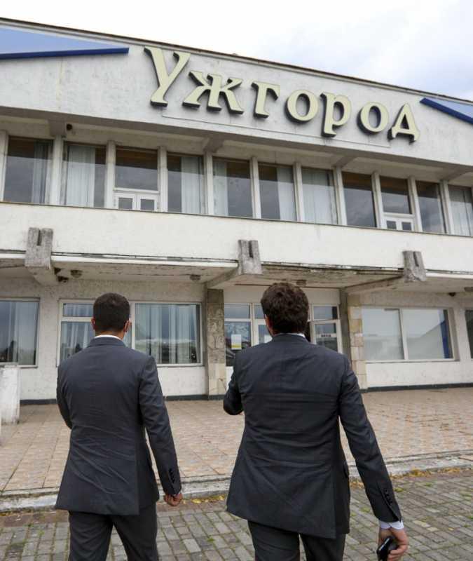 Президент ознакомился с проектом восстановления функционирования аэропорта Ужгород: Мы должны обеспечить полноценную авиасвязь между Закарпатьем и всей Украиной
