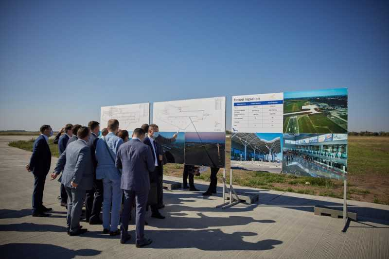 Президент ознакомился с реконструкцией одесского аэропорта