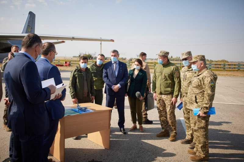 Президент посетил место катастрофы самолета Ан-26 в Харьковской области