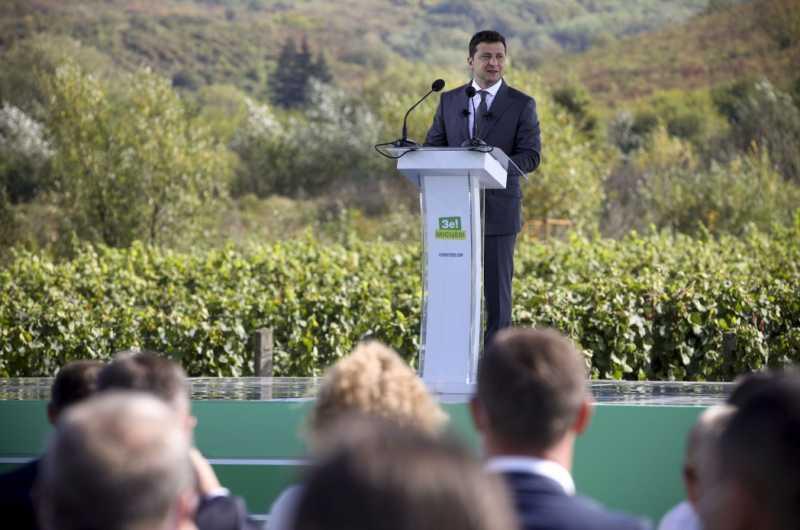 Туристический потенциал и инфраструктура Закарпатья являются важным для меня вопросом – Президент на представлении Стратегии развития области