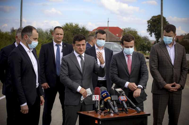 Украина будет комплексно решать проблему автомобильных очередей на пограничных пунктах пропуска – Президент