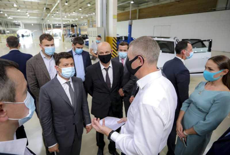 Украина должна иметь собственное производство и промышленность, иначе мы всегда будем отставать от других – Глава государства во время посещения «Еврокара»