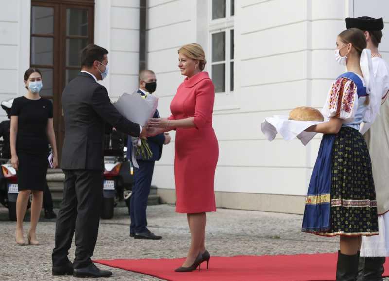 В Братиславе состоялась церемония встречи президентов Украины и Словакии