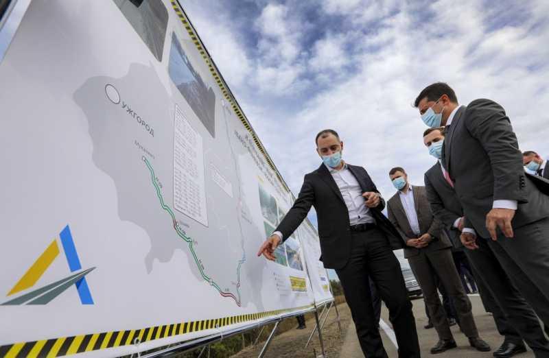 В этом году на Закарпатье строят втрое больше дорог, чем в предыдущие 10 лет – Президент