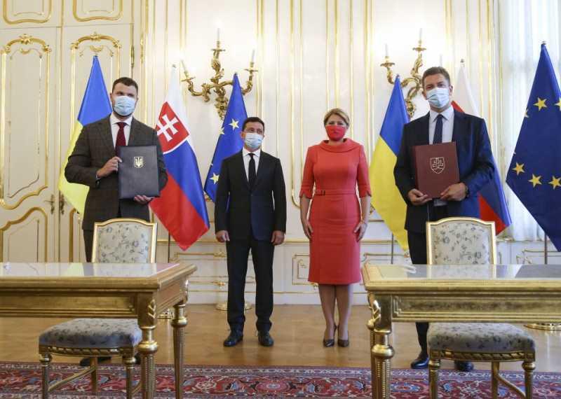 В присутствии Президентов Украины и Словакии состоялось подписание ряда двусторонних документов
