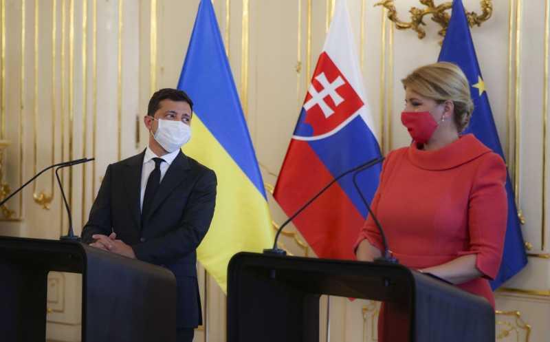 Владимир Зеленский: Для Украины важно сохранение школ по изучению украинского языка в Словакии