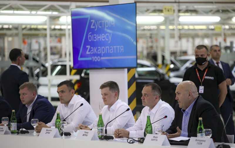 Владимир Зеленский обсудил с представителями ведущих компаний Закарпатья насущные проблемы бизнеса в регионе