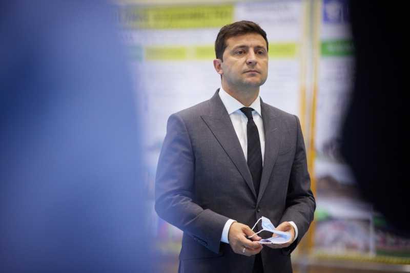 Владимир Зеленский: Правительство должно помочь в получении компенсаций семьям погибших в катастрофе Ан-26 под Чугуевом