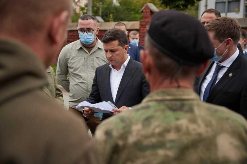 Во Львове Президент пообщался с родными и близкими погибших героев АТО/ООС