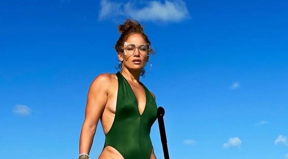 Дженнифер Лопес в купальнике: Instagram Vs. папарацци